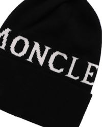 Czarna czapka z logo
