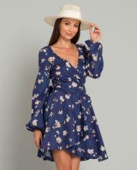 Tmavomodré šaty s květinami