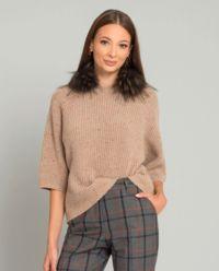 Beżowy sweter z futrzanym kołnierzem