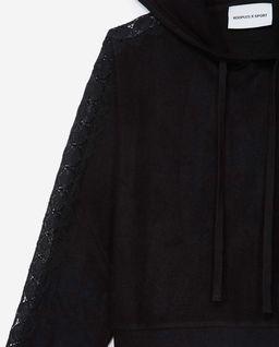 Czarna bluza z koronkową aplikacją