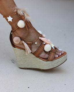 Sandały na koturnie Dulce de leche