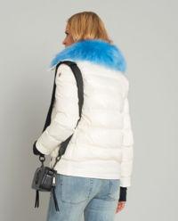 Biała kurtka z futrem