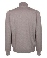 Szary sweter z golfem