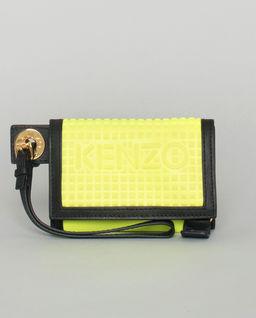 Żółty portfel z logo