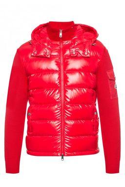 Czerwona kurtka z wełnianymi rękawami