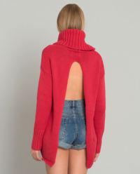 Červený svetr s rolákem