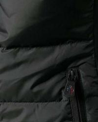 Czarna kurtka z kapturem