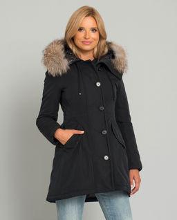 Czarna kurtka z futrzanym kapturem