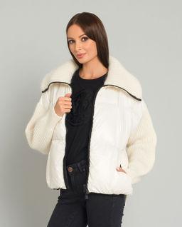 Kremowa kurtka z wełnianymi rękawami