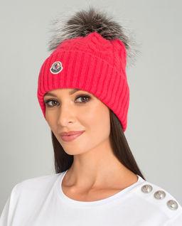 Czerwona czapka z pomponem
