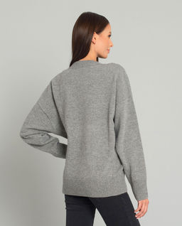 Szary sweter z wełny