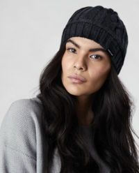 Granatowa czapka z wełny