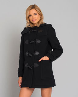 Czarny płaszcz z kapturem