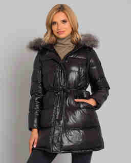 Czarna kurtka z futrem