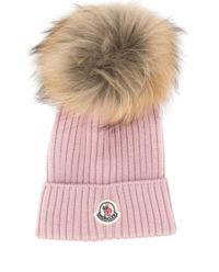 Różowa czapka z pomponem