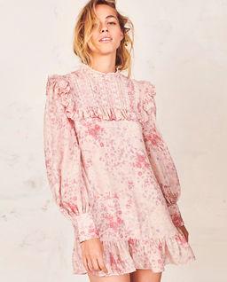 Růžové hedvábné šaty