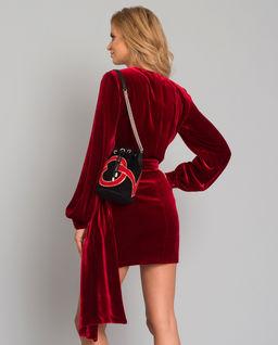 Červené hedvábné šaty