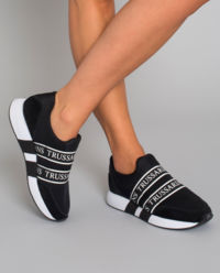 Czarne sneakersy z logowaniem