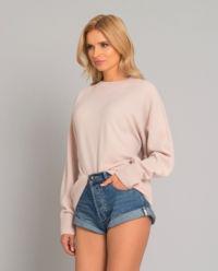Różowy sweter z wełny