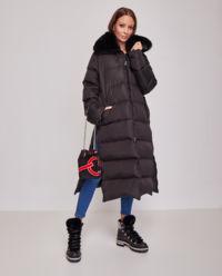 Czarny płaszcz puchowy