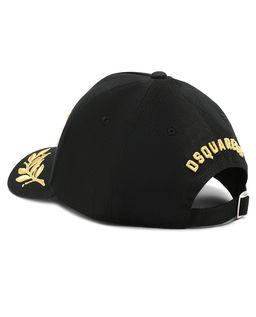 Czarna czapka z haftowanym logo
