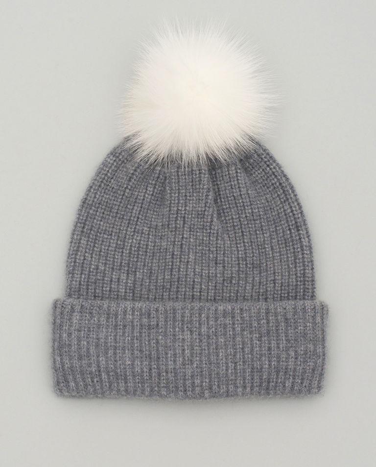 Szara czapka z pomponem