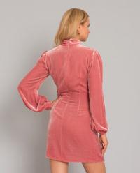 Różowa jedwabna sukienka