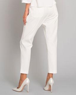 Białe spodnie z kieszeniami