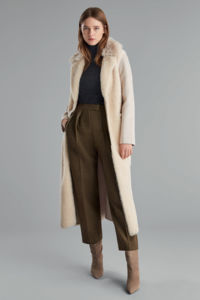 Beżowy płaszcz z kożuchem