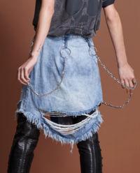 Jeansowa spódnica z łańcuchem