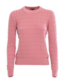 Różowy wełniany sweter