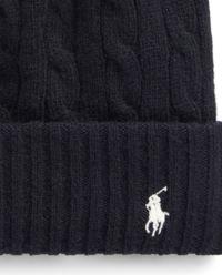 Czarna czapka z kaszmirem