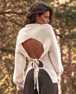Wełniany sweter z wiązaniem Adonis