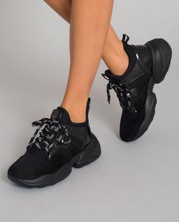 Černé sneakersy Interaction