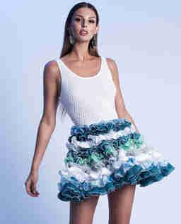 Mini šaty s volánky