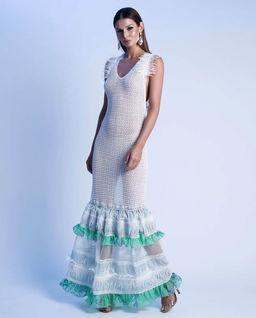 Sukienka z miętową falbaną