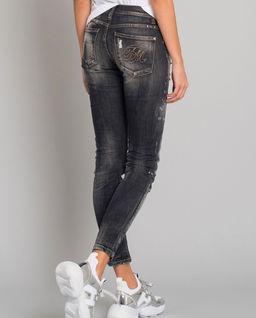 Czarne jeansy z przetarciami