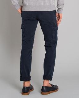 Niebieskie spodnie typu cargo