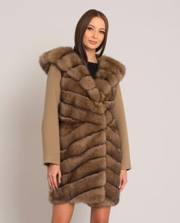 Kaszmirowy płaszcz z futrem z sobola