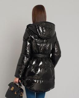 Czarna kurtka puchowa z kapturem
