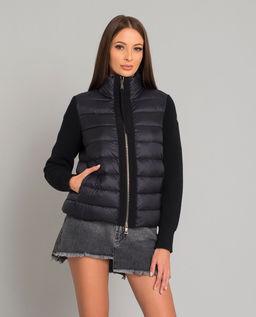 Czarna kurtka z wełnianymi rękawami