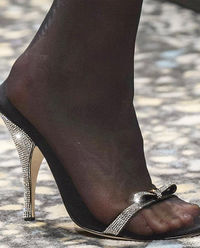 Sandały na szpilce z kryształami