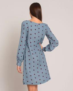Niebieska sukienka we wzory