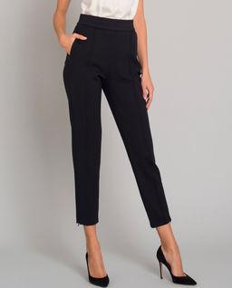 Wysmuklające czarne spodnie w kant