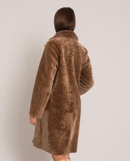 Brązowy płaszcz ze skóry owczej