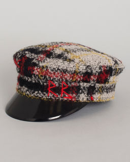 Vlněná, kostkovaná čepice se štítkem
