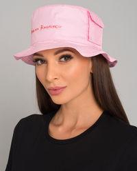Różowy kapelusz z logo