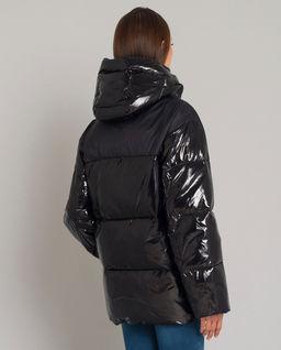 Pikowana kurtka z logo