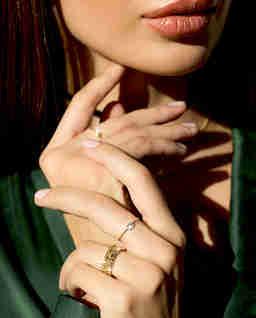 Złoty pierścionek z diamentem baguette
