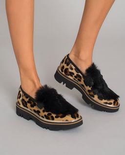 Loafery w cętki z futrem
